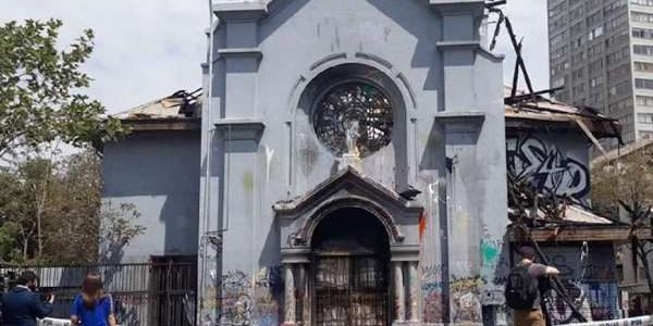 After parish in Santiago, Chile destroyed by arson, pastor urges hope