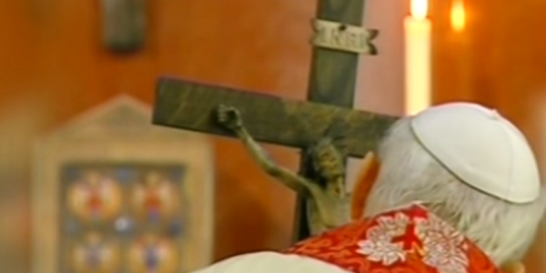 'O crux, ave spes unica!': The story of the crucifix St. John Paul II held on his last Good Friday